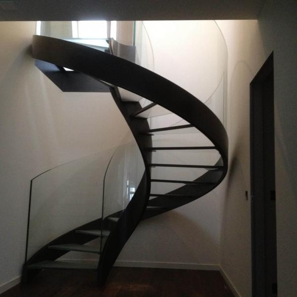 le_national_de_montreux_-escalier_en_verre_0_i_.jpg