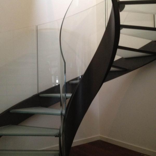 le_national_de_montreux_-escalier_en_verre_5_v_.jpg